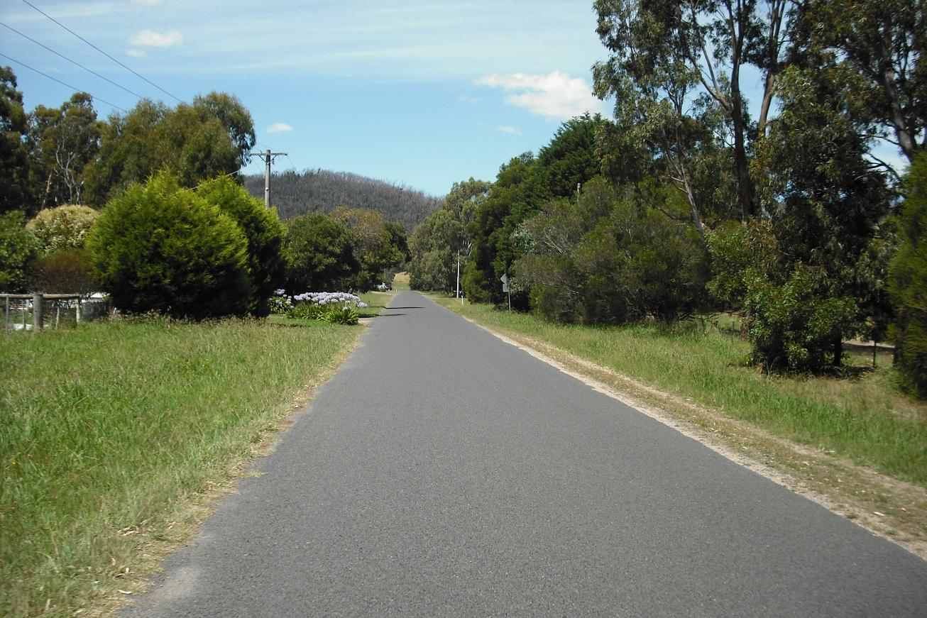 Approaching the Humevale Road climb