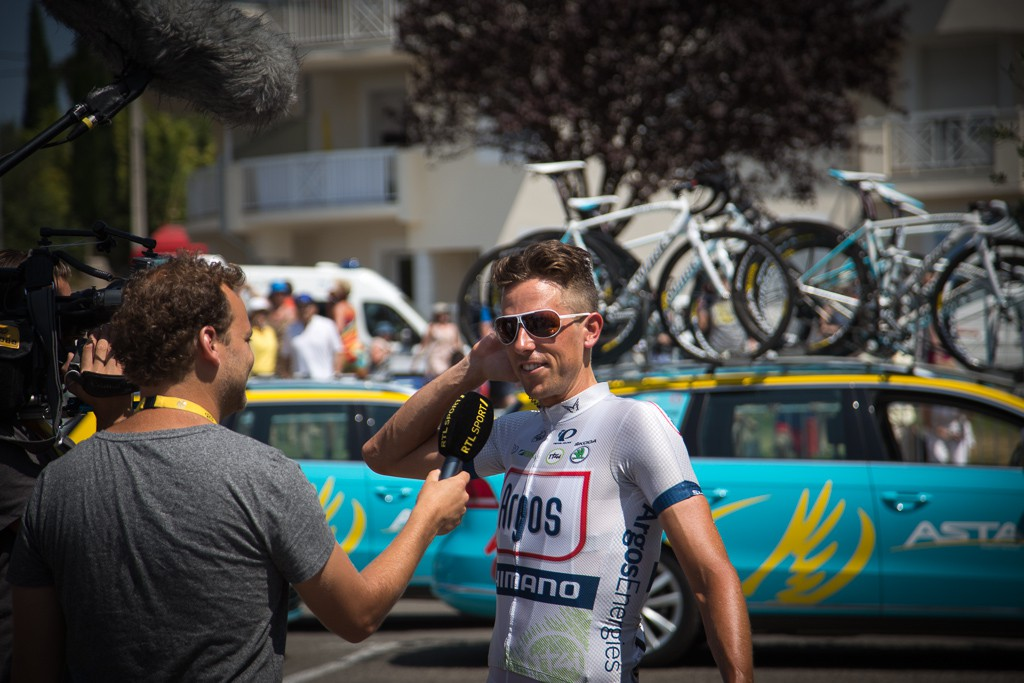 Koen de Kort attracted plenty of media attention in the final week after getting a haircut. He'd bet teammate Marcel Kittel that he (Marcel) couldn't win three stages of the Tour and that if he did, he (Koen) would get the same haircut.